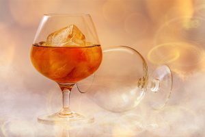 clear-short-stem-wine-glass-with-beverage-40592